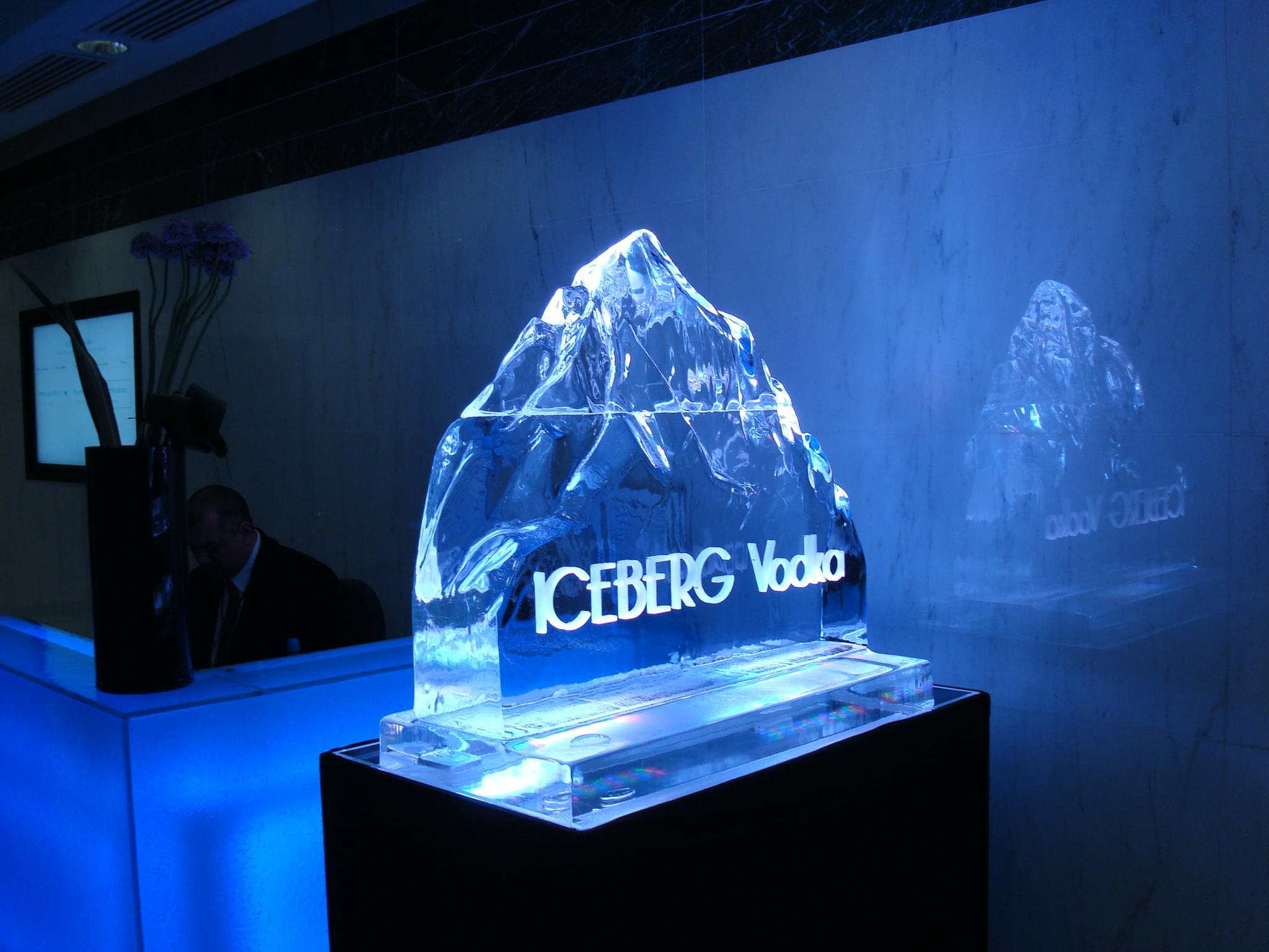 Vodka, Luge, Logo